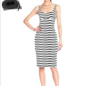 Dress sleeveless fitted